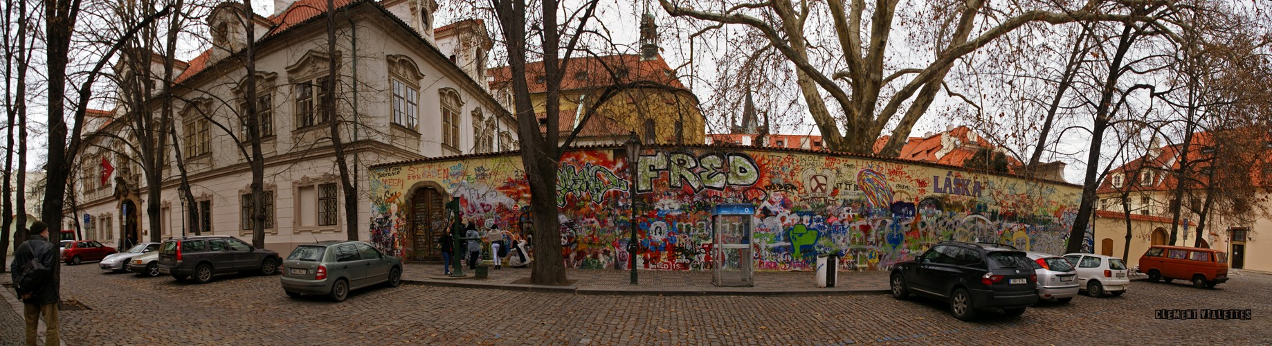 2010-03-prague--mur-john-lennon -panoramique.jpg