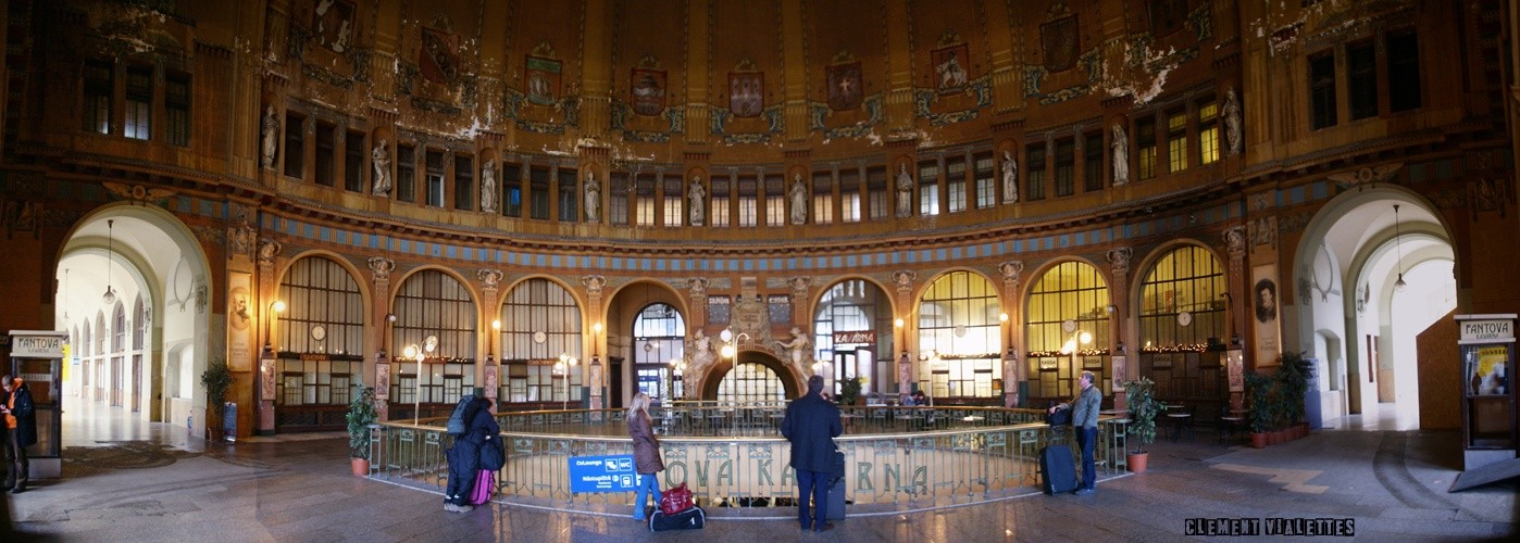 2010-03-prague-transports-gare-hvlani-panoramique-interieur-(Nadrazi).jpg