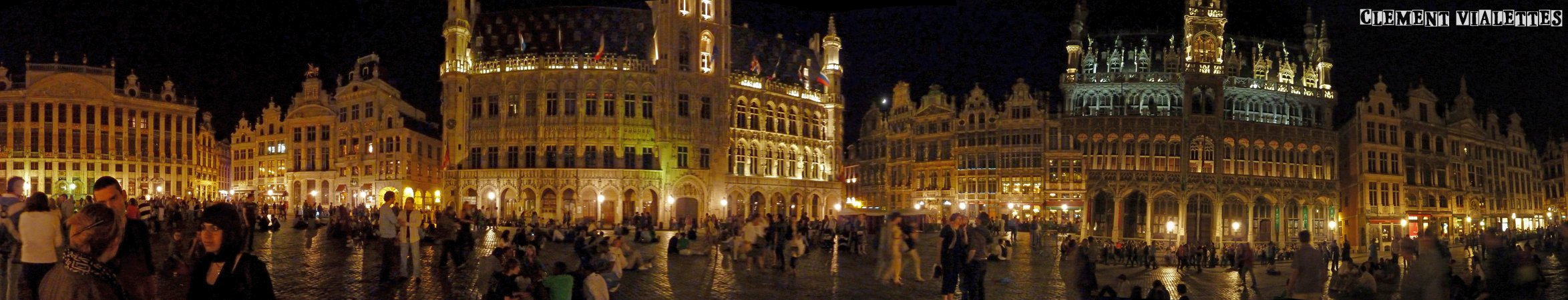 2011-05-bruxelles-grand_place_de_nuit_panoramique_02.jpg