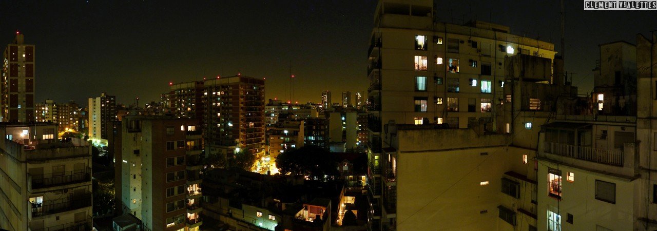 argentine-20111201-buenos-aires-immeuble-nuit-panoramique.jpg