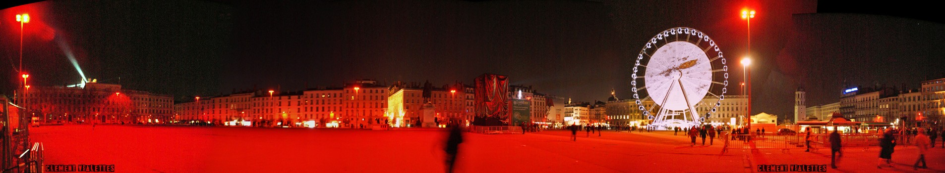 france-lyon-8_decembre-place_bellecour.jpg
